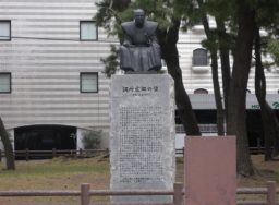 調所広郷銅像