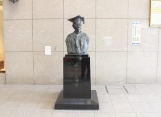 丹下梅子銅像