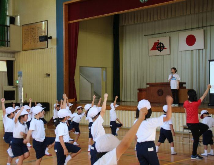 鹿児島市立宮小学校での国体ダンス講習会