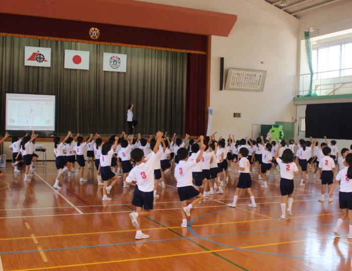 鹿児島市立西田小学校での国体ダンス講習会