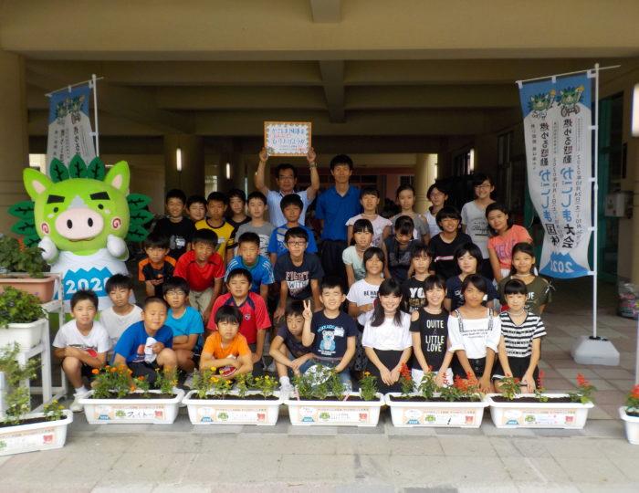 鹿児島市立伊敷台小学校で推奨花の定植を行いました