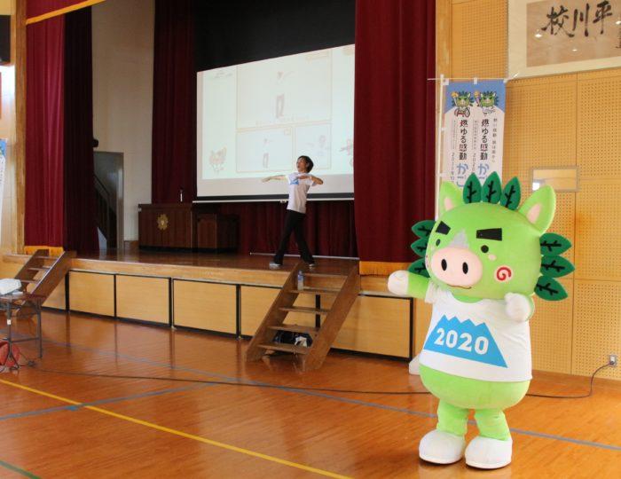 鹿児島市立平川小学校での国体ダンス講習会