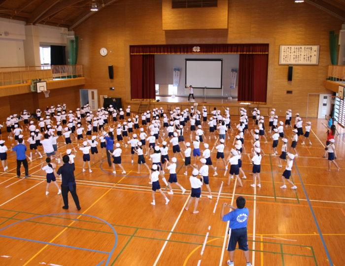 鹿児島市立宇宿小学校での国体ダンス講習会