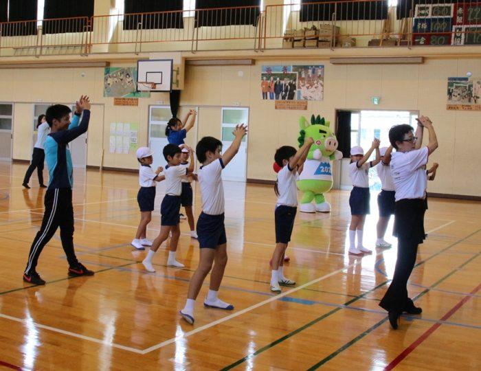 鹿児島市立一倉小学校での国体ダンス講習会