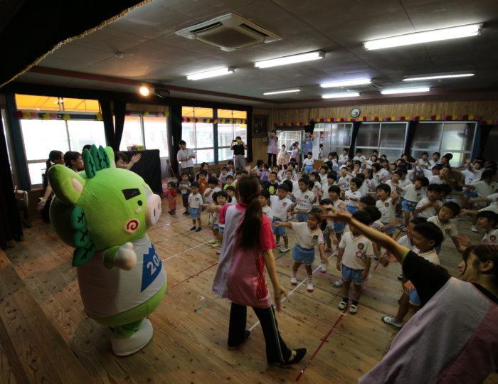 あけぼの幼稚園でぐりぶーが「ゆめ~KIBAIYANSE~ダンス」を応援しました!