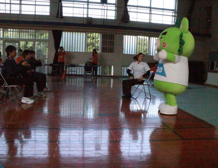 鹿児島市立黒神中学校での国体ダンス講習会