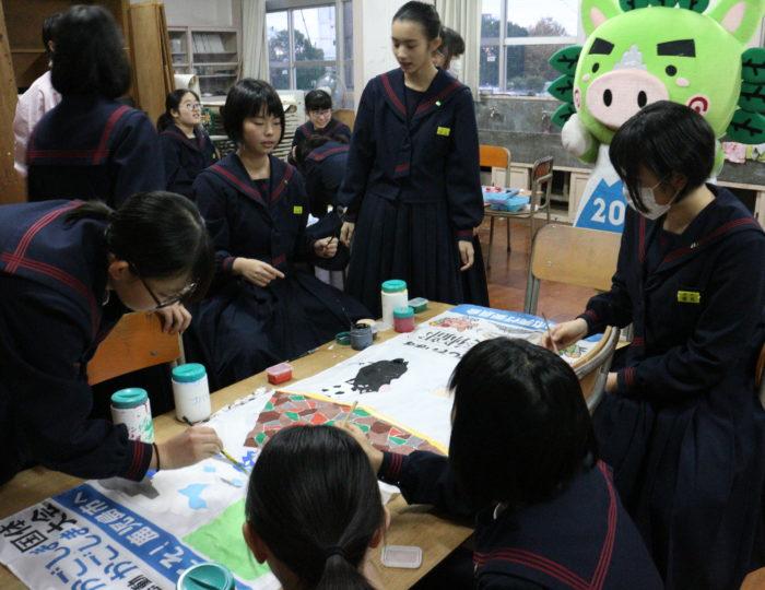 鹿児島市立南中学校で手作り応援のぼり旗の作成風景を取材しました!~手作り応援のぼり旗~