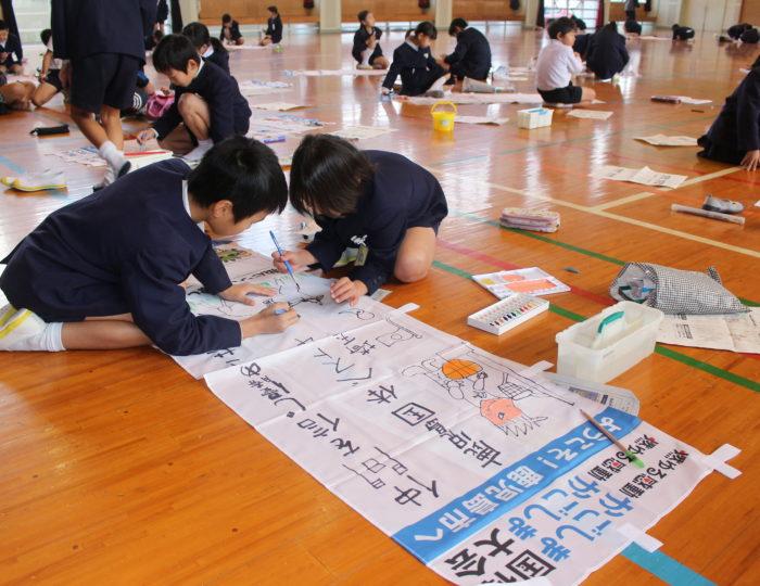 鹿児島市立石谷小学校で手作り応援のぼり旗の作成風景を取材しました!~手作り応援のぼり旗~