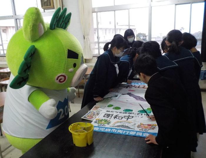 鹿児島市立明和中学校で手作り応援のぼり旗の作成風景を取材しました!~手作り応援のぼり旗~