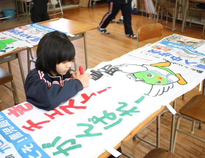 鹿児島市立喜入中学校で手作り応援のぼり旗の作成風景を取材しました!~手作り応援のぼり旗~
